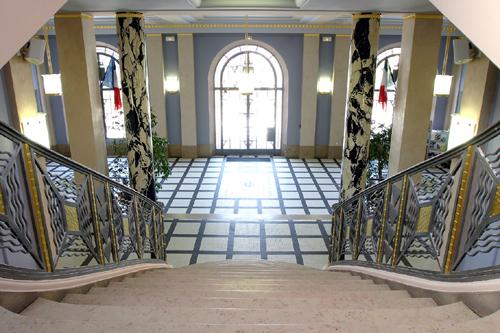 Escalier principal mairie
